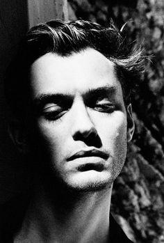 Helmut Newton, Jude Law, 2001