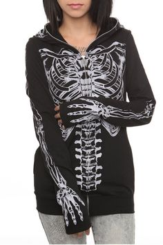 Glow in the dark skeleton hoodie from hot topic Grunge Style, Soft Grunge, Skeleton Hoodie, Skull Hoodie, Mode Renaissance, Cooler Look, Diesel Punk, Hipster, Full Zip Hoodie