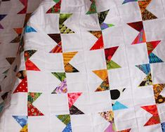 Bunting Quilt Pattern Modern Quilt Scrap by KarenGriskaQuilts Quilting Projects, Quilting Designs, Sewing Projects, Quilting Ideas, Quilting Patterns, Sewing Tips, Sewing Crafts, Scrap Quilt, Quilt Blocks