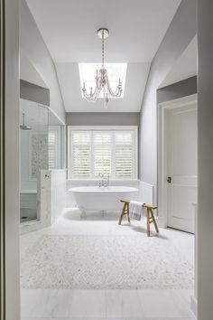 Illuminated by a clear beaded chandelier, this gorgeous bathroom features a sawhorse bench placed on. Eclectic Bathroom, Scandinavian Bathroom, Modern Bathroom, Bathroom Ideas, Modern Room Design, Dining Room Design, Marble Tile Bathroom, Marble Tiles, Modern Contemporary Bathrooms