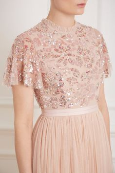 Dream Rose Gown in Rose Quartz from Needle & Thread's New Season Collection. Stylish Dresses, Elegant Dresses, Cute Dresses, Formal Dresses, Fashion Pants, Fashion Outfits, Womens Fashion, Needle And Thread Dresses, Casual Frocks