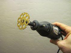 Dremel EZ Lock Wood Cutting Wheel #544 Testing my new Dremel EZ544 1-1/2-Inch EZ Lock Wood Cutting Wheel, held in with a EZ402 EZ Lock Mandrel. I used my Model 285 Dremel for this test.