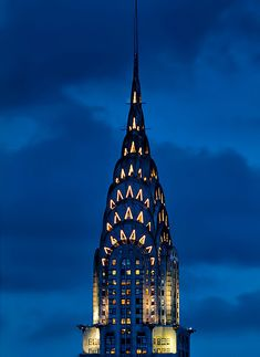 My grandfather worked on the building of the Chrysler Building. It is a beautiful building, and probably the most beautiful skyscraper in New York. Chrysler Building, Twilight Sky, Art Nouveau, I Love Nyc, Art Deco Buildings, City Aesthetic, Art Deco Design, Beautiful Buildings, Art Deco Fashion