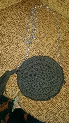 Bolso de trapillo con forma redonda