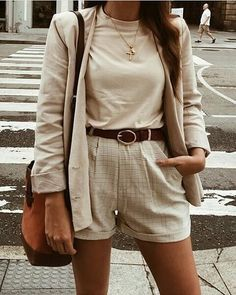 11 ways to wear beige clothes without getting lost in color - fashion - Modes Trend Fashion, Fashion Mode, Work Fashion, Korean Fashion, Autumn Fashion, Color Fashion, Fashion Ideas, Beige Outfit, Neutral Outfit