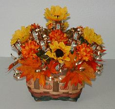 Thanksgiving Crafts – Fall decorations from Incredible Edible Crafts Thanksgiving Centerpieces, Thanksgiving Crafts, Fall Crafts, Candy Gift Baskets, Candy Gifts, Chocolate Flowers, Chocolate Bouquet, Candy Bouquet, Cupcake Bouquets