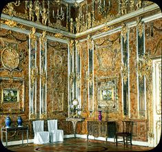 'Das Bernsteinzimmer' (The Amber Room) at Catherine the Great 's Palace in Tsarkoye Selo, near Saint Petersburg. Its construction started in it was looted by the Nazis during WWII and was. La Belle Epoque Paris, Wilhelm Gustloff, Amber Room, Palace Interior, Peter The Great, Le Palais, Lost Art, Luftwaffe, World War Ii