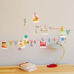 Repositionnable, une manière originale d'accrocherdes photos souvenirs ! A vous de créer votre décoration idéale grâce aux stickers individuels.