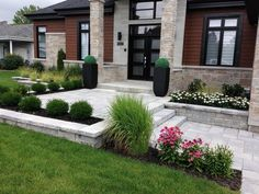 52 Fresh Front Yard and Backyard Landscaping Ideas for Your Home Front Yard Walkway, Front House Landscaping, Modern Landscaping, Outdoor Landscaping, Landscaping Ideas, Front Yards, Backyard Patio, Backyard Ideas, Front Patio Ideas