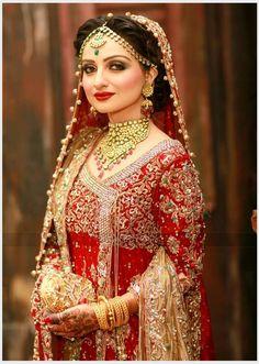 Traditional+Red+%26+Gold+Bridal+Dress.jpg (800×1123)