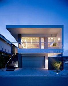 Innovative Architecture, Modern Architecture, Garage House, Prefab Homes, Modern House Design, Small Apartments, Interior And Exterior, Mansions, House Styles