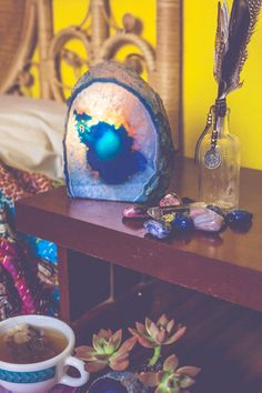 Cozy Crystal Lamps - New SoulMakes! Crystals And Gemstones, Stones And Crystals, Colour Pop Interior, Crystal Lamps, Displaying Crystals, Salt Rock Lamp, Healthy Heart, Beautiful Rocks, Crystal Grid