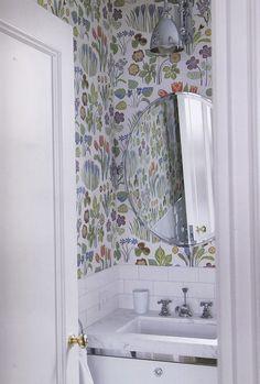 Colorful, happy, floral wallpaper - bathroom