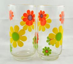 Love these, Retro flower power glasses Vintage Tableware, Vintage Dishes, Vintage Glassware, Vintage Kitchen, 70s Kitchen, Retro Kitchens, Vintage Love, Vintage Decor, Retro Vintage