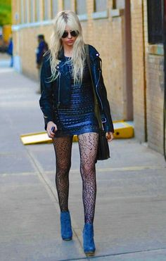 "Enjoy the pictures of Taylor Momsen on the set of ""Gossip Girl"" (October Gossip Girls, Gossip Girl Outfits, Gossip Girl Fashion, Jenny Humphrey, Fashion Tights, Tights Outfit, Fashion Outfits, Alternative Mode, Alternative Fashion"