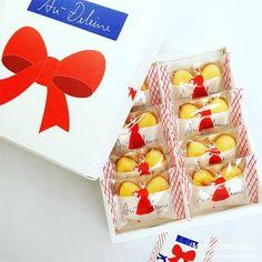 オードリーのお菓子グレイシア!花束みたいなお菓子のブーケ Cute Designs, Packaging Design, Xmas, Presents, Sweets, Candy, Gifts, Food, Korean Cuisine