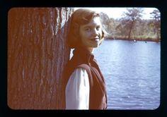 Sylvia Plath: Life of the Talented Tragic Poet Through Amazing Photos ~ vintage everyday Writers And Poets, Silvia Plath, Sylvia Plath Quotes, Anne Sexton, English Poets, Poetry Art, Cool Photos, Amazing Photos, American Poets