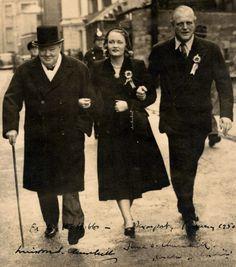Winston Churchill and Randolph Churchill Winston Churchill, Clementine Churchill, Age Of Youth, Churchill Quotes, Great Leaders, Great Words, British History, Great Britain, Fotografia