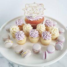 Macarons, mini cupcakes and cupcakes! YUMMY!!!