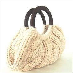 Cable Knit Purse With Wooden Handles - Cream. another idea of how to fix up my knit purse Knitting Designs, Knitting Projects, Knitting Patterns, Purse Patterns, Sewing Patterns, Diy Sac, Art Bag, Craft Bags, Knit Or Crochet