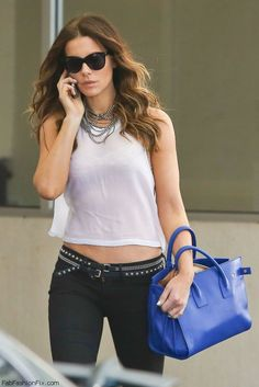 Kate Beckinsale street style with crop top and skinny jeans. #katebeckinsale