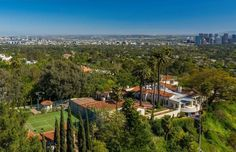 Inside Lee Phillip Bell's Golden Age Beverly Hills Home – DIRT Lebron James, Katharine Hepburn, Piscina Oval, Oval Swimming Pool, Beverly Hills Mansion, Huge Houses, Los Angeles Neighborhoods, Bold And The Beautiful, Los Angeles Homes
