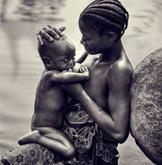 Extended Breastfeeding, Breastfeeding Support, African Tribes, African Women, Asian Kids, African Beauty, Film Music Books, Cadre Photo, Bonheur