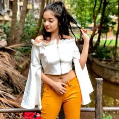 Advice On Buying Fashionable Stylish Clothes – Clothing Looks Stylish Girl Images, Stylish Girl Pic, Bad Fashion, Fashion Outfits, Fashion Ideas, Fashion Design, Crop Top Designs, Blouse Designs, Celebrity Fashion Looks