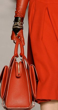 Etienne Aigner RTW 2014 Love the glove too! Fashion Handbags, Purses And Handbags, Fashion Bags, Etienne Aigner, Coach Purses, Coach Bags, Beautiful Bags, Lady In Red, Bucket Bag