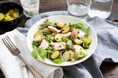Weer een lekkerreceptuit deKoken met Aanbiedingenapp: aardappelsalade met tuinerwten, zalmfilet en yoghurtdressing. Heb jij deappal gedownload op je smartphone? Halveer de krieltjes en kook ze in water met zout, in 10-15 minuten, beetgaar. Spoel de krieltjes na het koken kort af onder koud water. Zet ze vervolgens apart. Snijd ondertussen de augurk in plakjes. Bak […]