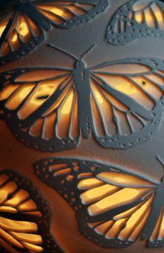 Lampe porcelaine monarques par AmyCooperCeramics sur Etsy