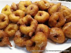 Buñuelos de Calabaza Onion Rings, Doughnut, Baking, Dessert Ideas, Ethnic Recipes, Desserts, Food, Savory Snacks, Cold Appetizers