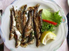 Recette de sardines grillées, épicées au barbecue ou à la plancha (Tunisie) Une recette facile, rapide, prête en 15 min ! Des sardines parfumées au cumin, piment, ail et citron, cuites à l'extérieur, au bbq ou à la plancha.