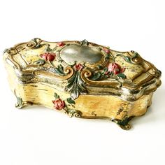 Online vintage shopping in Canada! Shop online- shop anywhere. Vintage decor, housewares, accessories and more! Casket, Absolutely Stunning, Vintage Decor, Glitters, Vintage Shops, Antique Jewelry, Old Things, Vintage Fashion, Victorian