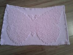3D Butterfly Blanket - Work up this sweet baby blanket for your little baby girl. The 3D Butterfly Blanket is made using the puff stitch, which gives it a nice texture that babies and adults will both enjoy. ( EASY )