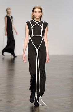 Shibari: Central Saint Martins graduate Eilish Macintosh showed outfits tied up with knotted lengths of rope at the institution's show during London Fashion Week Fashion Art, Runway Fashion, High Fashion, Womens Fashion, London Fashion, Dubai Fashion, Fashion Clothes, Fashion Trends, Macrame Dress