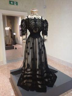 Original 1900 dress, sartoria ventura, milano morando museum, temporary exhibition.