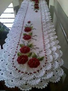 Best 12 Best 12 Lindos e criativos trilhos de mesa feitos em Crochê – SkillOfKing. Crochet Flower Tutorial, Crochet Flower Patterns, Doily Patterns, Crochet Motif, Crochet Doilies, Crochet Flowers, Crochet Table Runner Pattern, Crochet Tablecloth, Unique Crochet