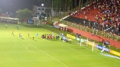 http://globoesporte.globo.com/ba/futebol/times/vitoria/noticia/kanu-garante-que-nao-tem-rivalidade-com-lucas-fonseca-devo-nada-a-ele.ghtml