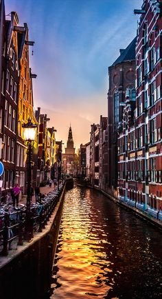 Canal in central Amsterdam leading towards Westerkerk • photo: Thomas Kuipers on 500x
