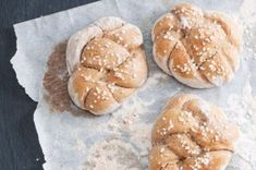 Špaldové houstičky   Apetitonline.cz Hamburger, Bread, Recipes, Food, Brot, Recipies, Essen, Baking, Burgers