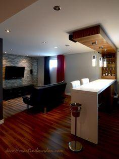 Un soussol en trois espaces Basement t Bars for home Basement Living Rooms, Basement Laundry, Plafond Design, Home Bar Designs, Small Basements, Basement Remodeling, Basement Ideas, Walkout Basement, Basement Flooring