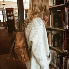 Designer Clothes, Shoes & Bags for Women Street Style, Style Vintage, Sweater Weather, Leather Backpack, Autumn Fashion, 90s Fashion, Cute Outfits, Vogue, Cozy