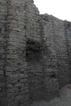 Recinto amurallado de adobe de Khasekhemwy en Abidos , Egipto , Egypt , Abydos. | por Soloegipto