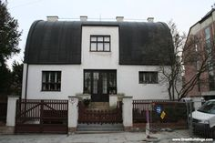 Adolf Loos' Steiner house, built in 1910 in Vienna, is an excellent example of his ability to work creatively and effectively within constraints.