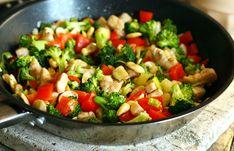 Frankó színes kaja: kesudiós brokkolis csirke Asian Recipes, Ethnic Recipes, Kung Pao Chicken, Salsa, Clean Eating, Meat, Kitchen, Food, Wellness