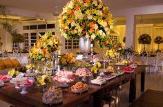 D51 | Fotografia de Casamento - Arranjo de flores amarelo e laranja