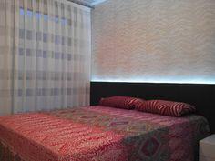 Cortinas a rayas horizontales y papel pintado Roberto Cavalli  - Villalba Interiorismo