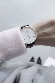 simple, classic & chic // snag your fav dw watch & use code printedandpolished to enjoy 15% off until may 31st! :D @danielwellingtonwatches #danielwellington