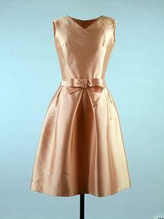 Apricot Silk Ziberline Dress - Oleg Cassini American, 1962 Silk ziberline, worn by Jackie Kennedy 1960s Fashion, Moda Fashion, Vintage Fashion, Ladies Fashion, Love Vintage, Vintage Mode, Vintage Style, Vintage Outfits, Vintage Dresses